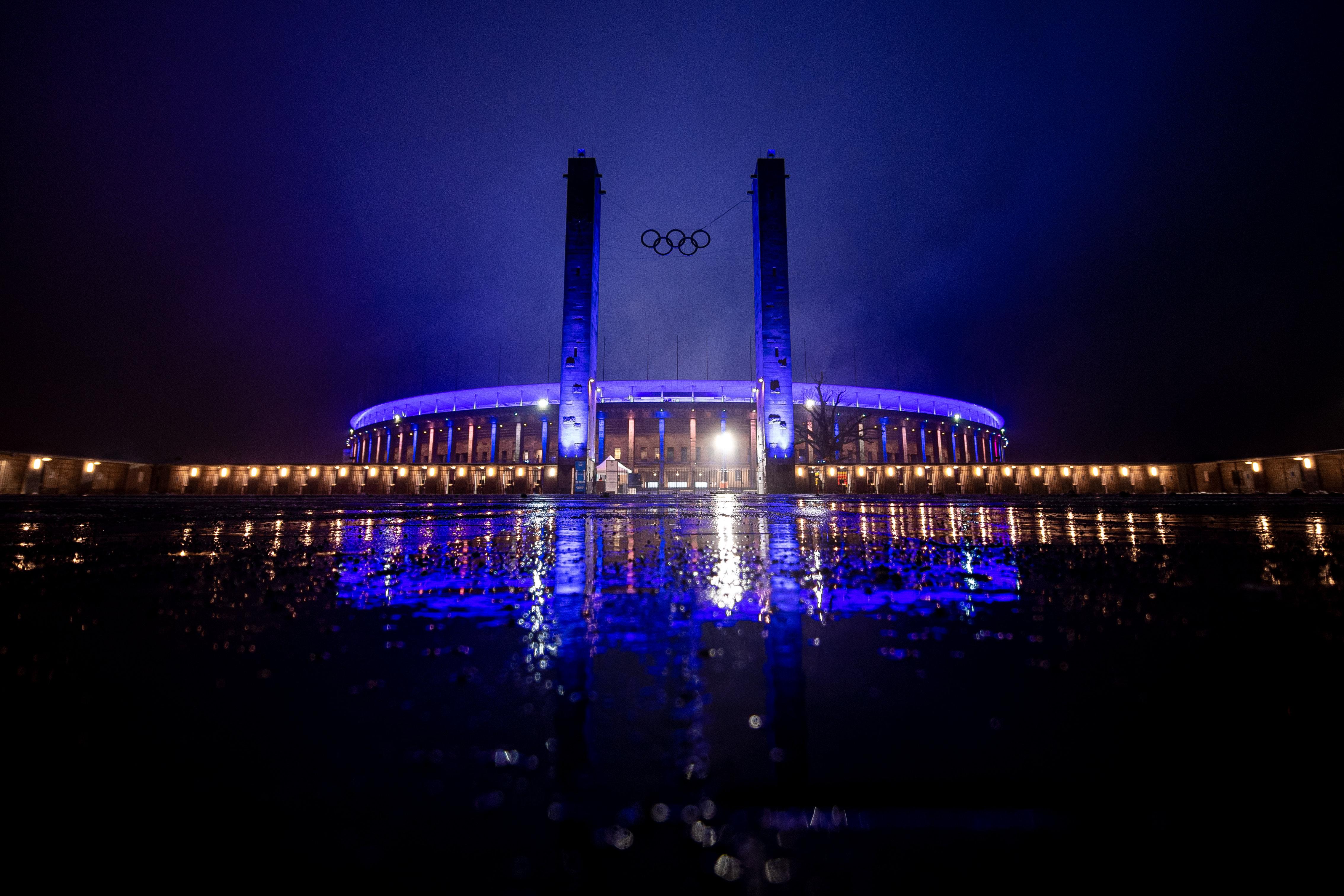Olympiastadion bei Nacht