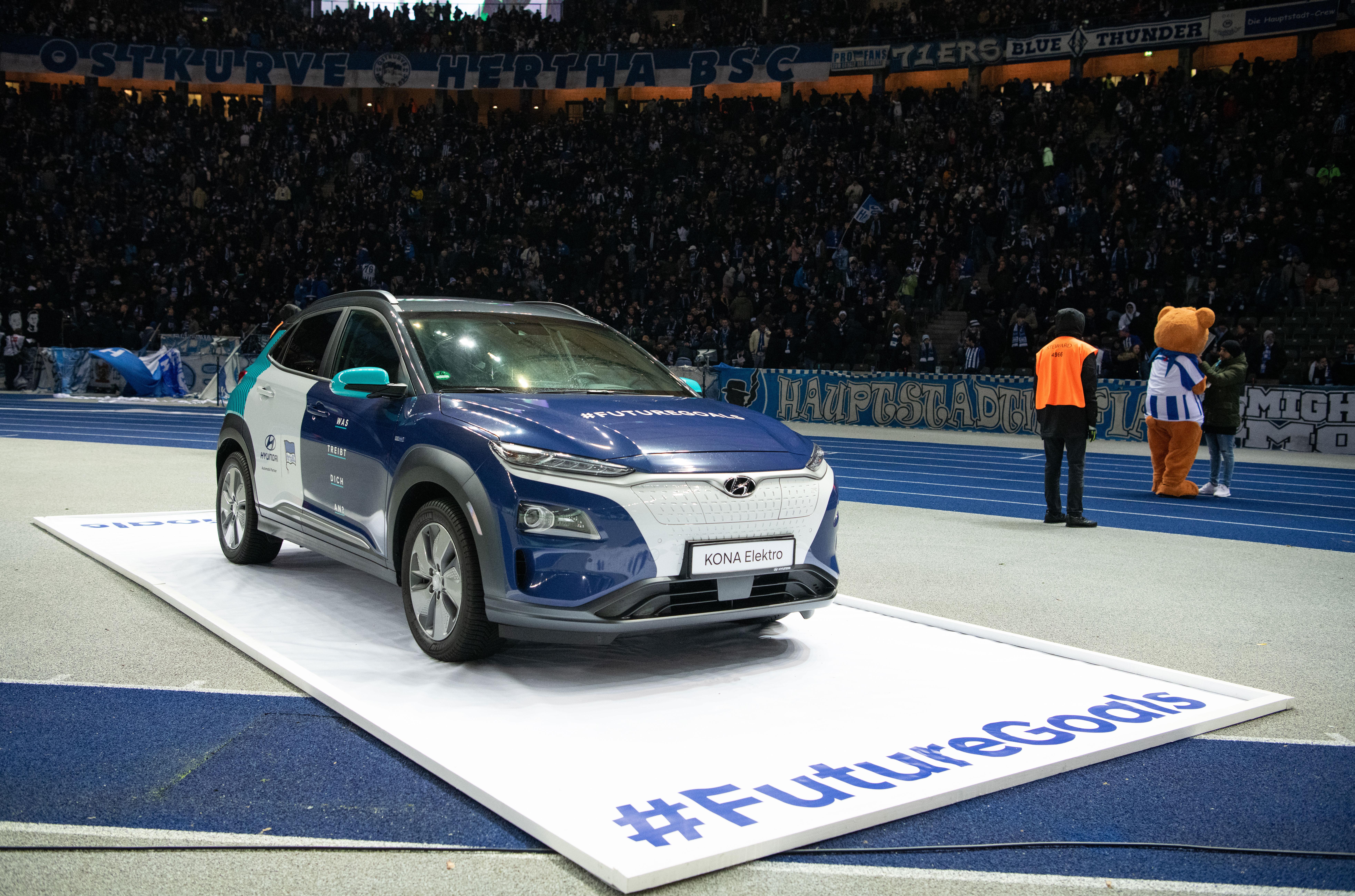 Ein Hyundai vor der Ostkurve