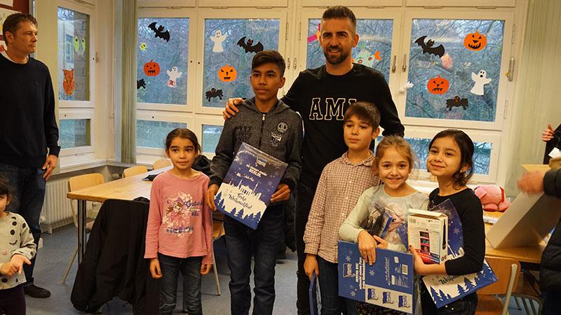 Wie die eigene Geschichte: Ibisevic beschenkt geflüchtete Kinder