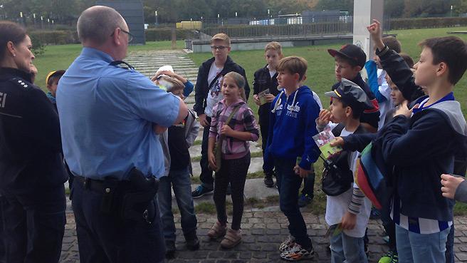 kc-besuch-polizei-1415_10