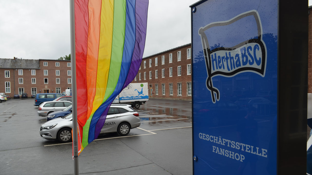 regenbogenflagge-geschaeftsstelle_06