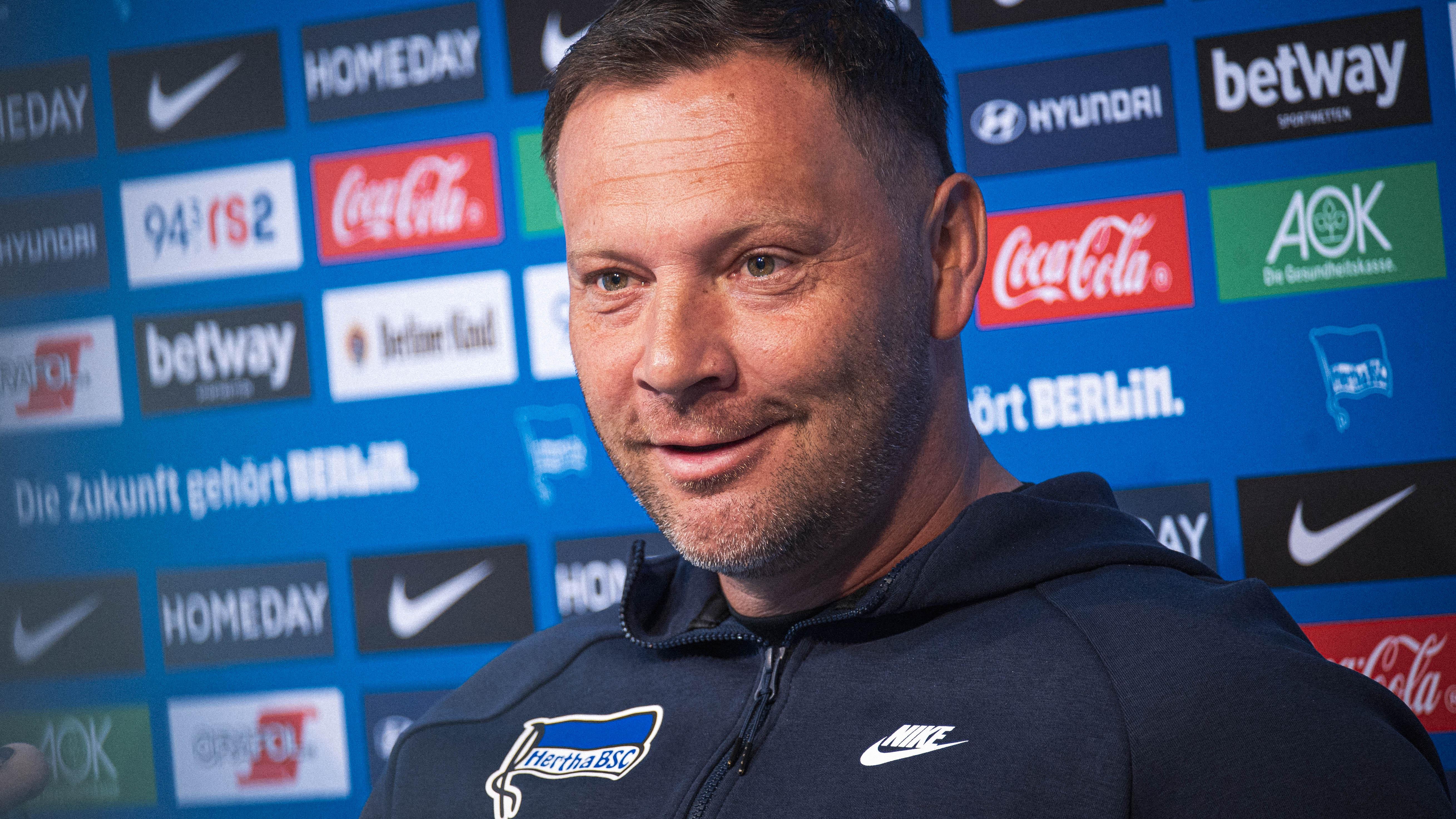 Pál Dárdai en el podio.