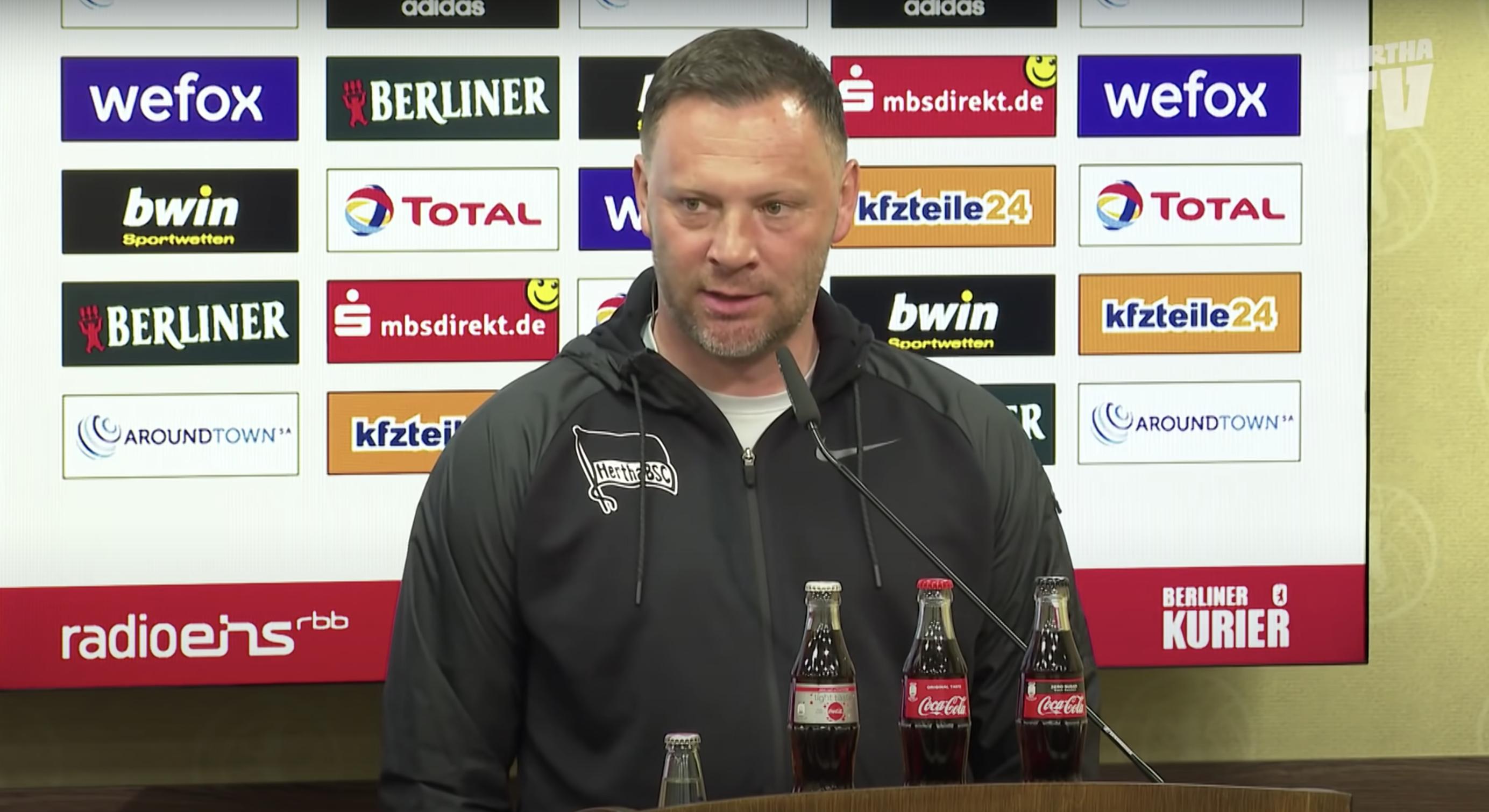 Dárdai spricht auf der Pressekonferenz nach dem Spiel