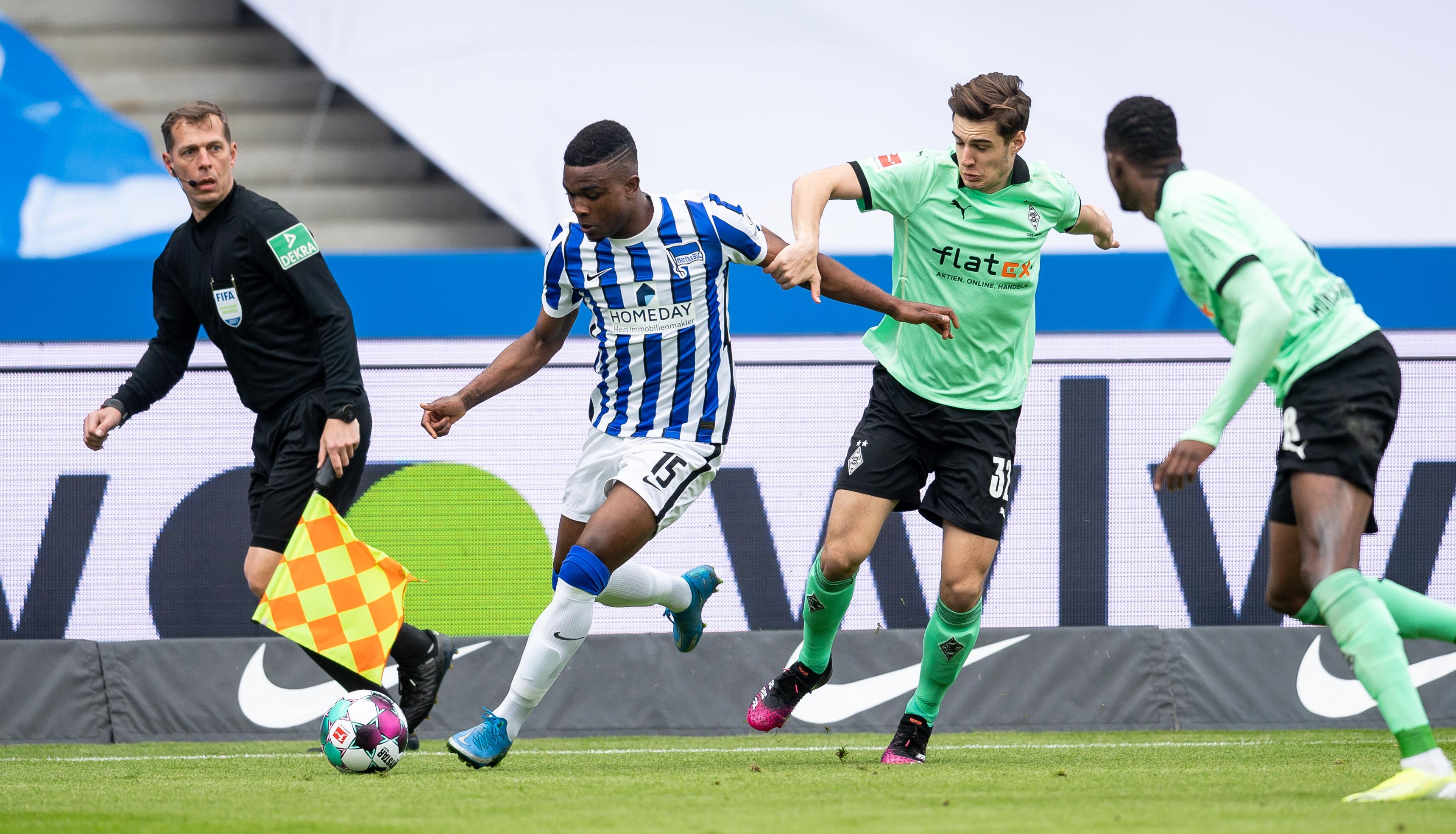 Jhon Córdoba en el partido contra el Borussia Mönchengladbach