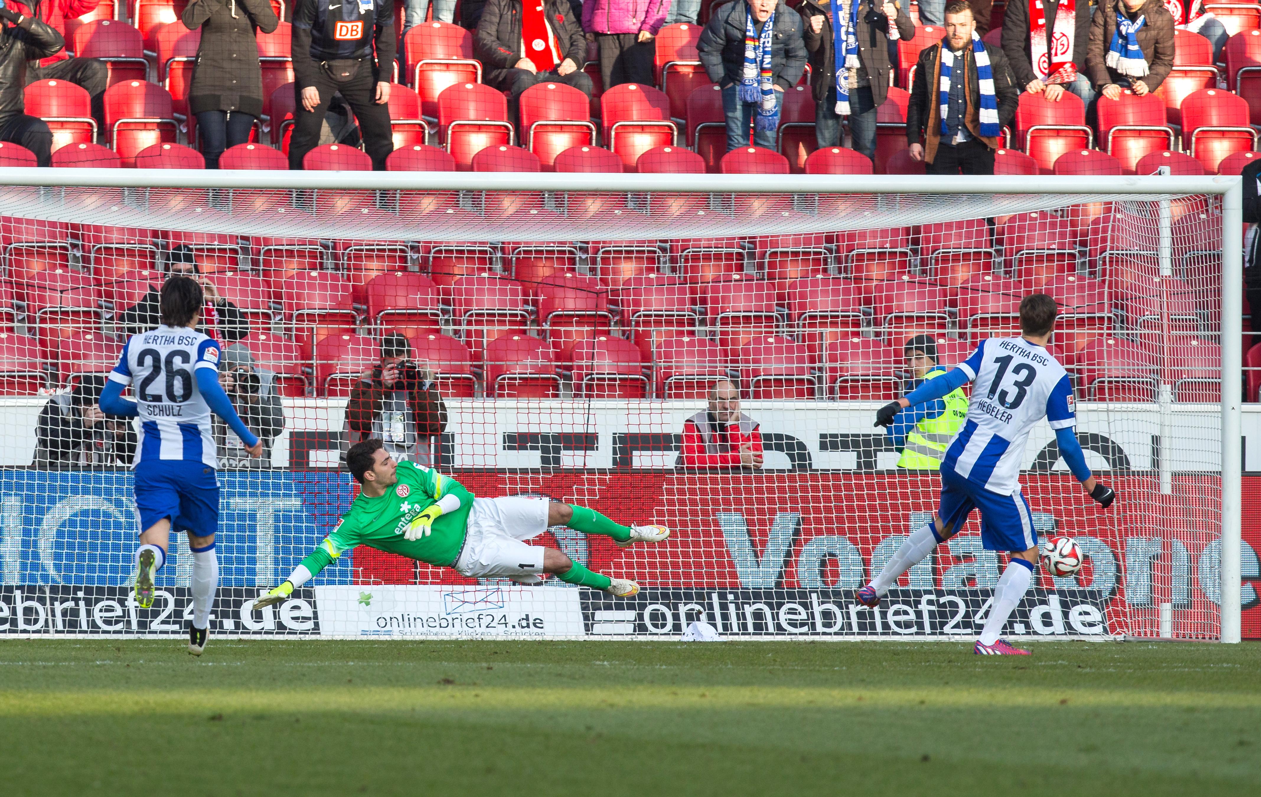 Jens Hegeler trifft per Elfmeter zum 1:0 gegen Mainz