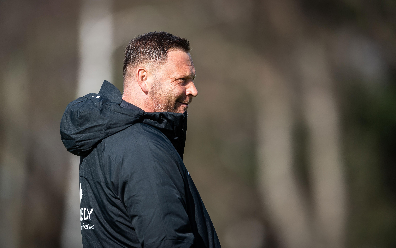 Pál Dárdai lacht auf dem Trainingsplatz.