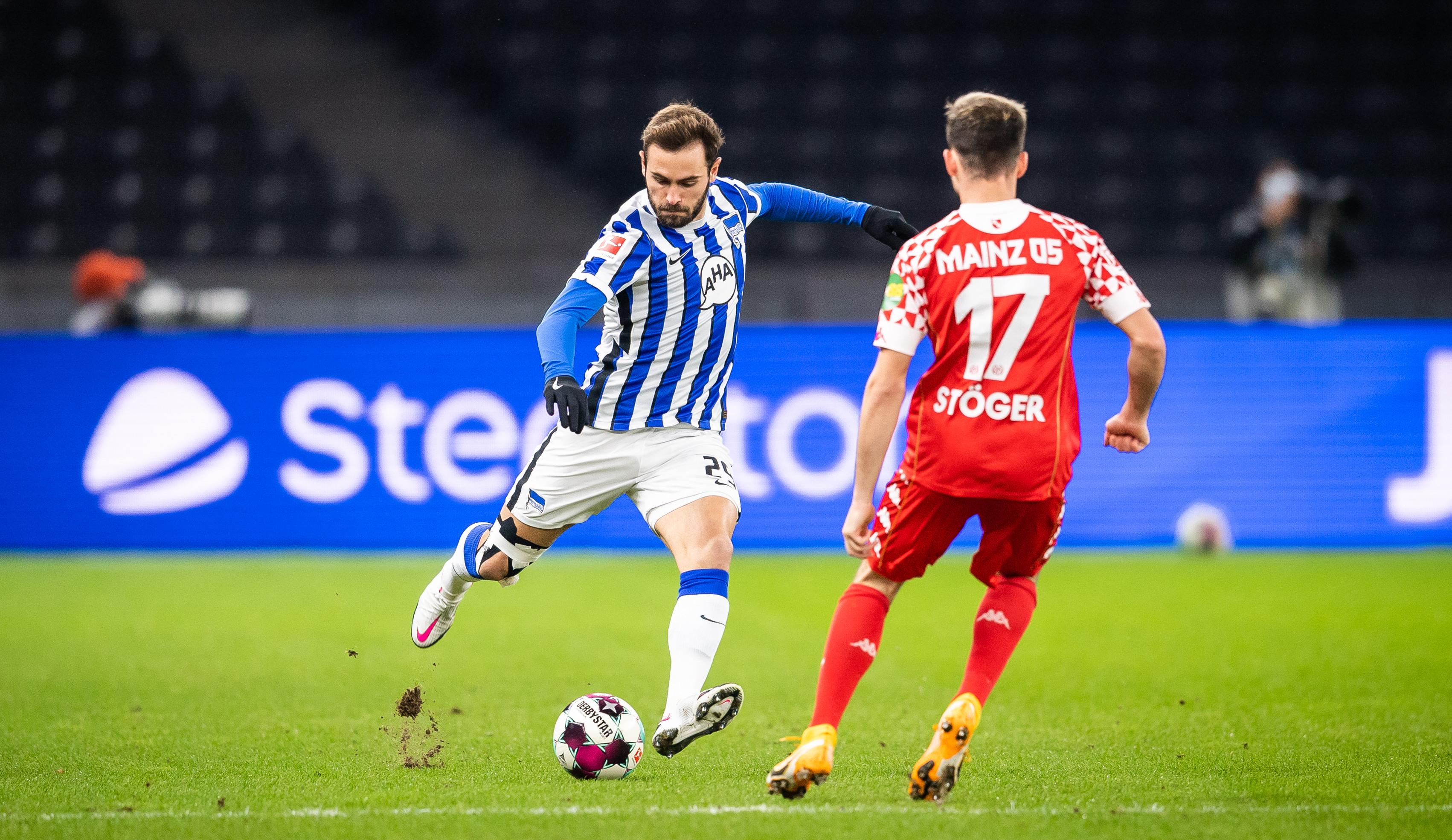 Lucas Tousart en el partido contra el Mainz.