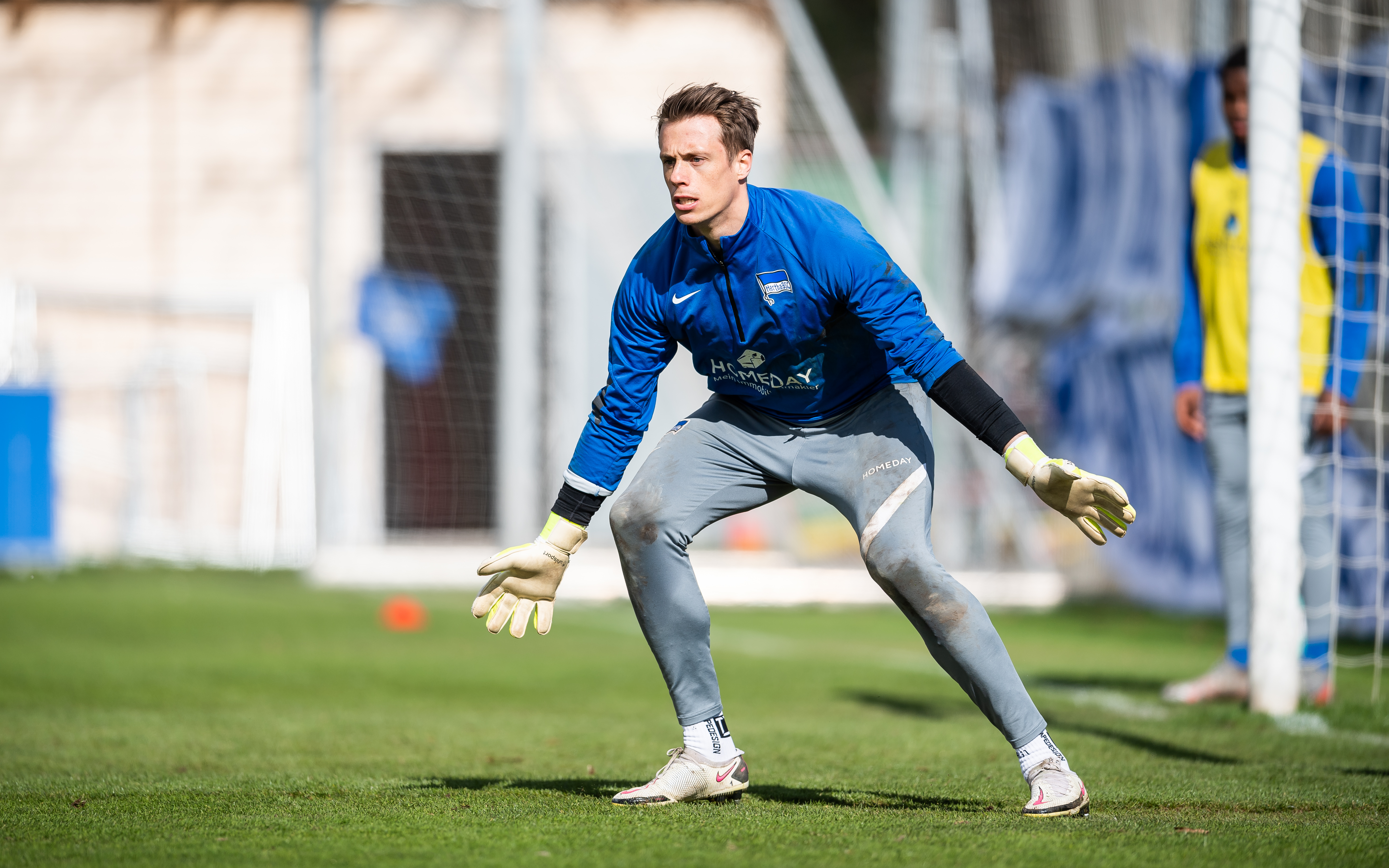 Alexander Schwolow während des Trainings auf dem Schenckendorffplatz.