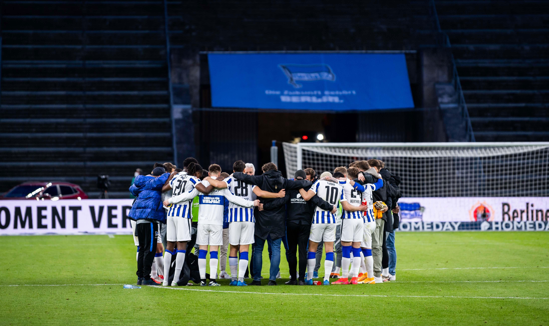 Mannschaftskreis nach dem Heimsieg gegen Freiburg.