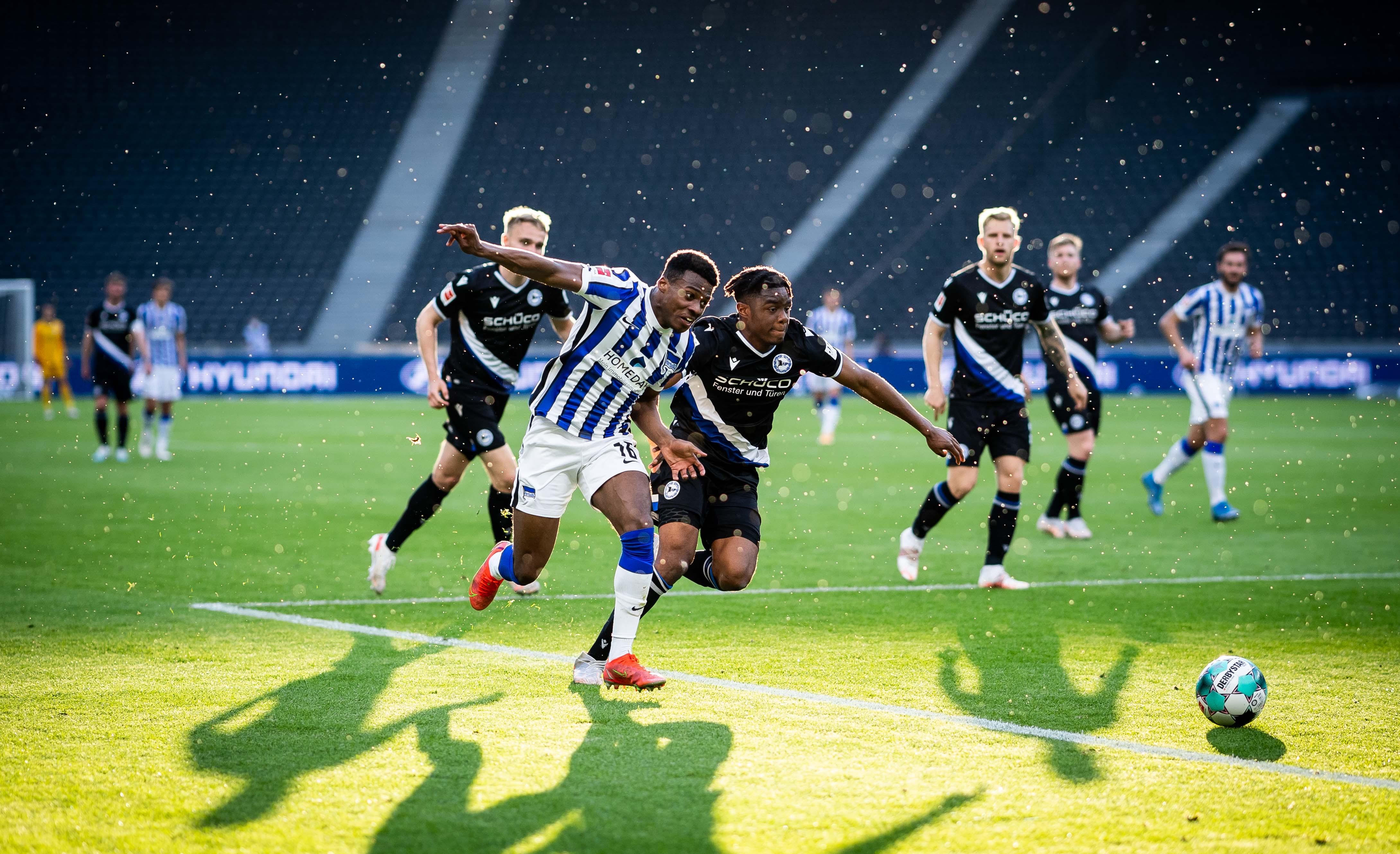 Javairo Dilrosun se impuso contra los oponentes de Bielefeld.