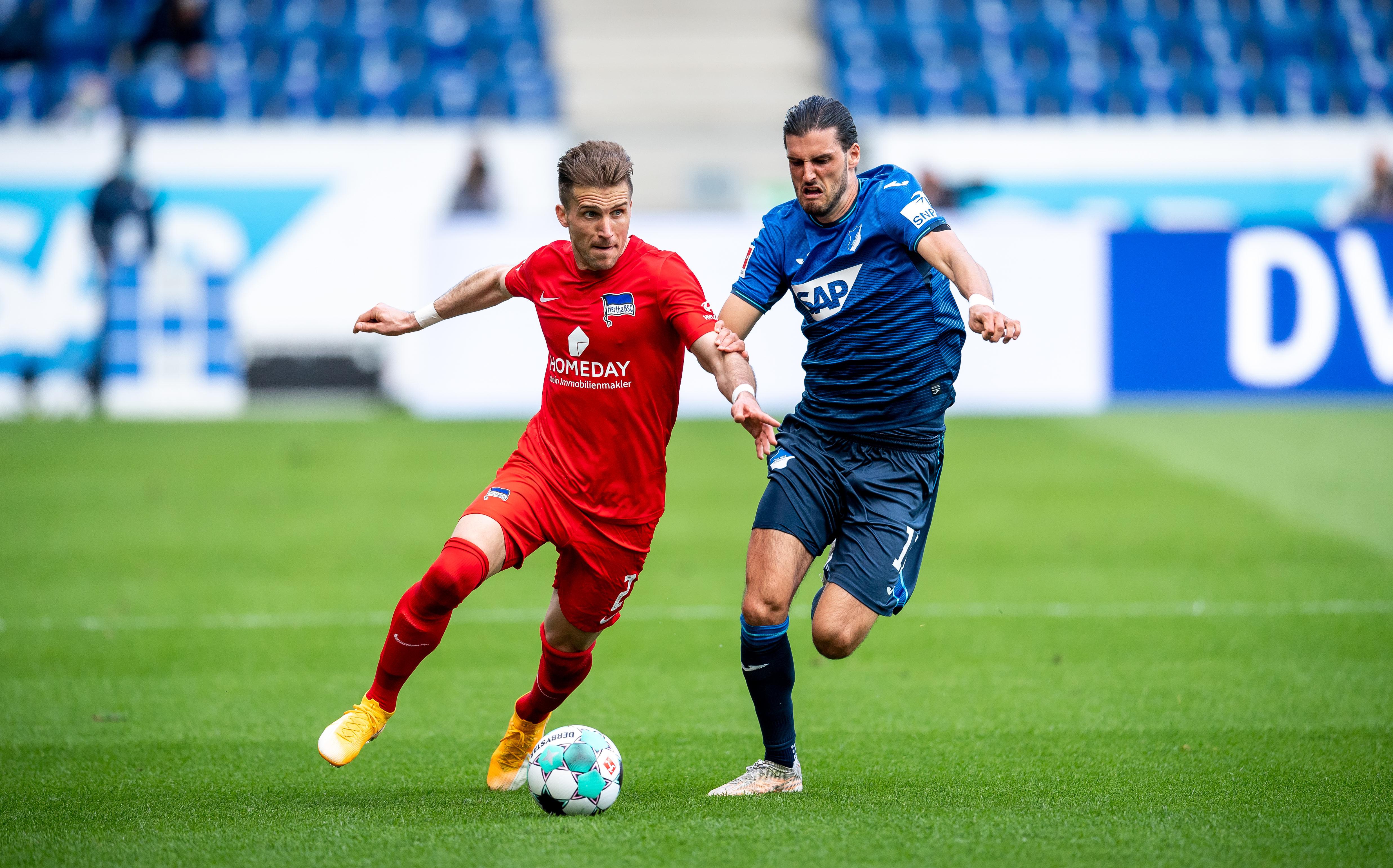 Peter Pekarik contra Florian Grillitsch.