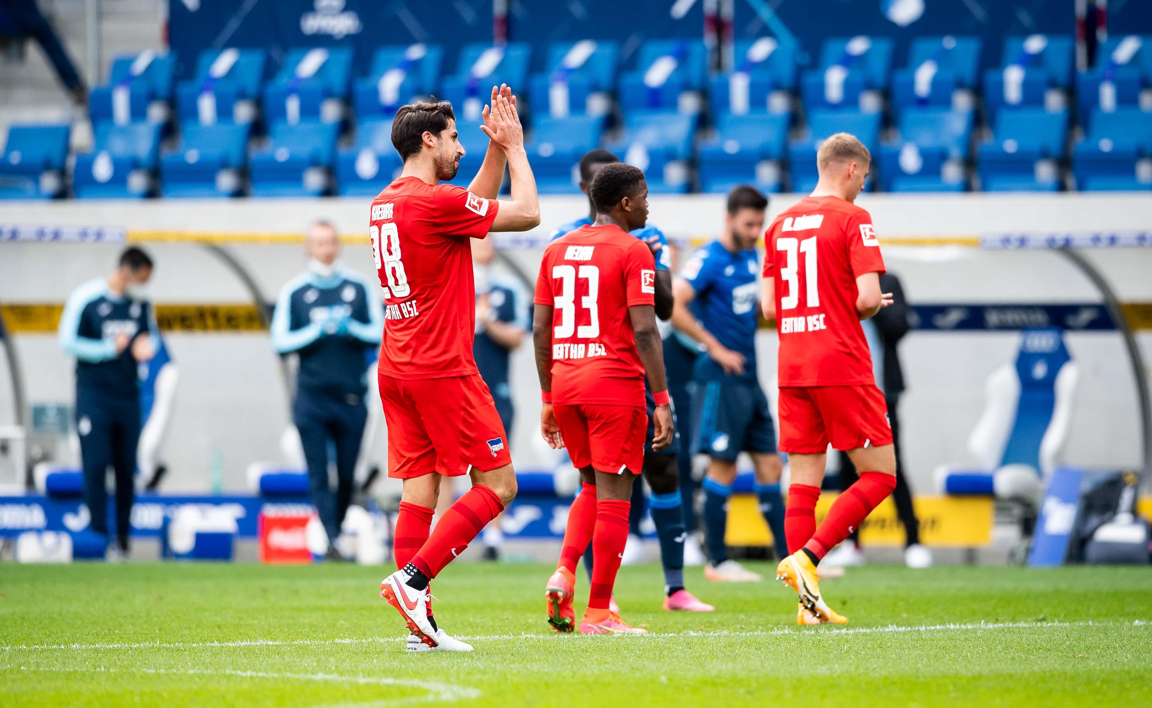 Sami Khedira abandona el terreno de juego en Hoffenheim.