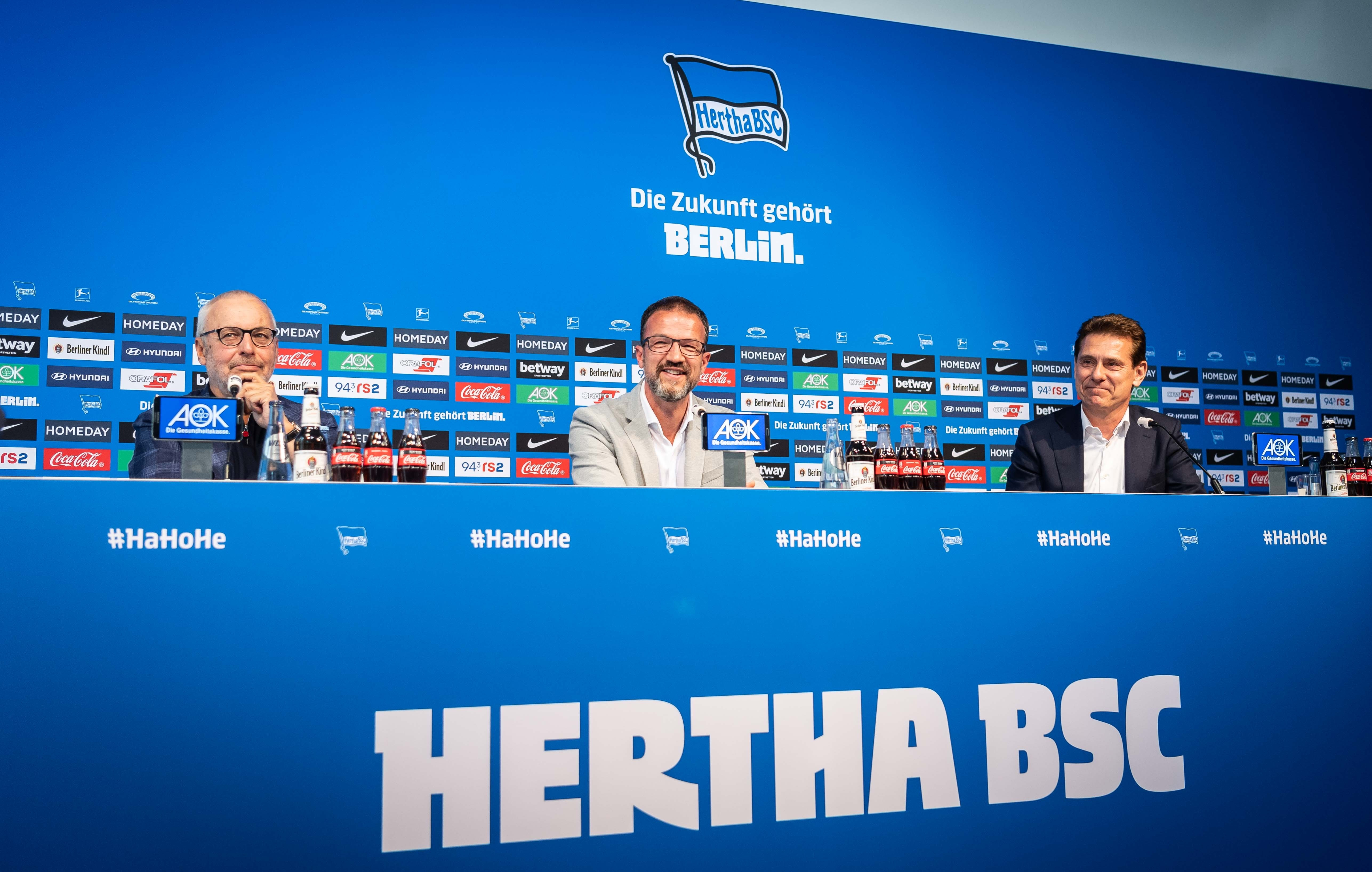 Fredi Bobic introduces himself at a digital press conference.
