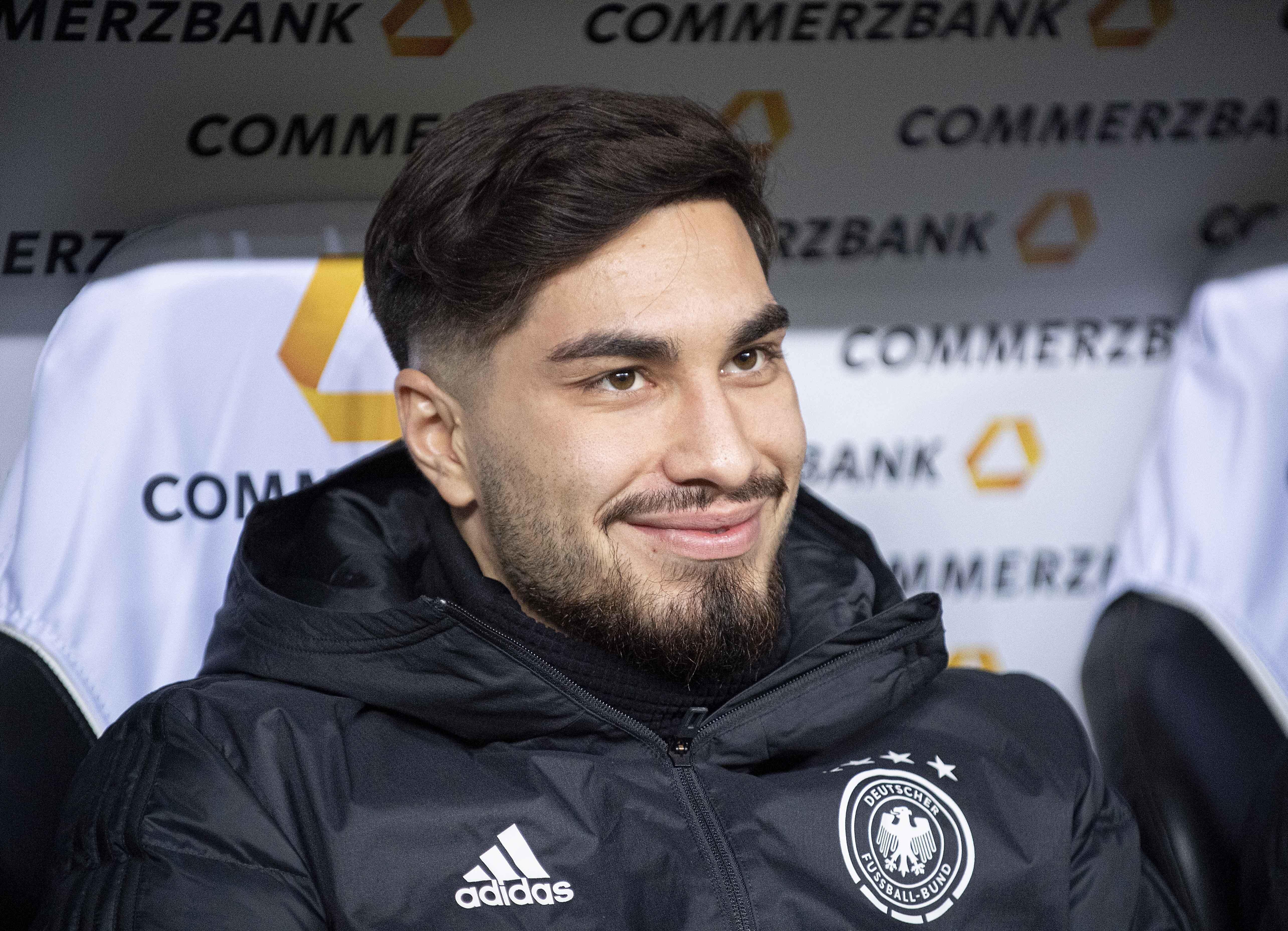 Suat Serdar en el banquillo de la selección alemana