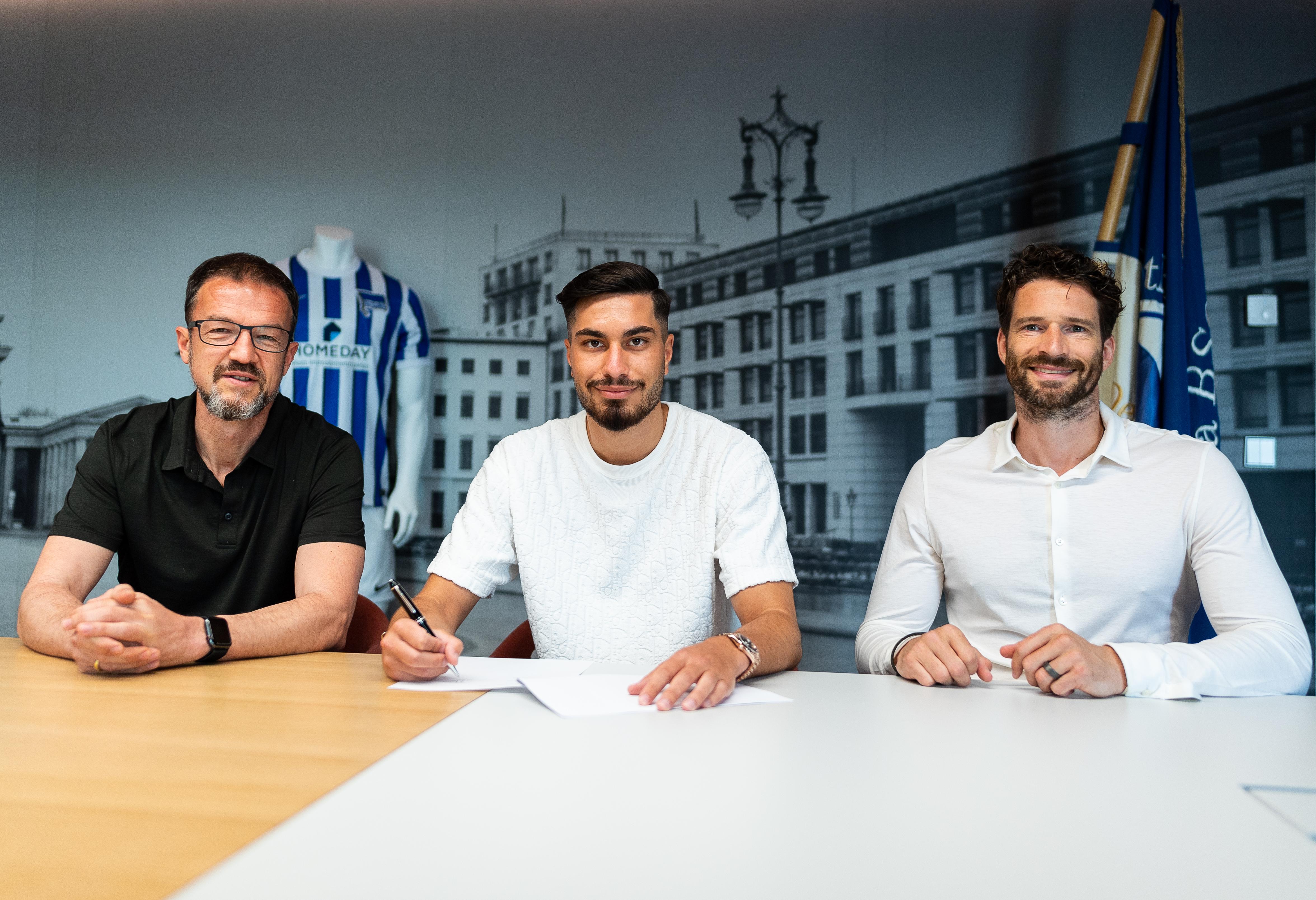 Suat Serdar signing his contract alongside Fredi Bobic and Arne Friedrich.