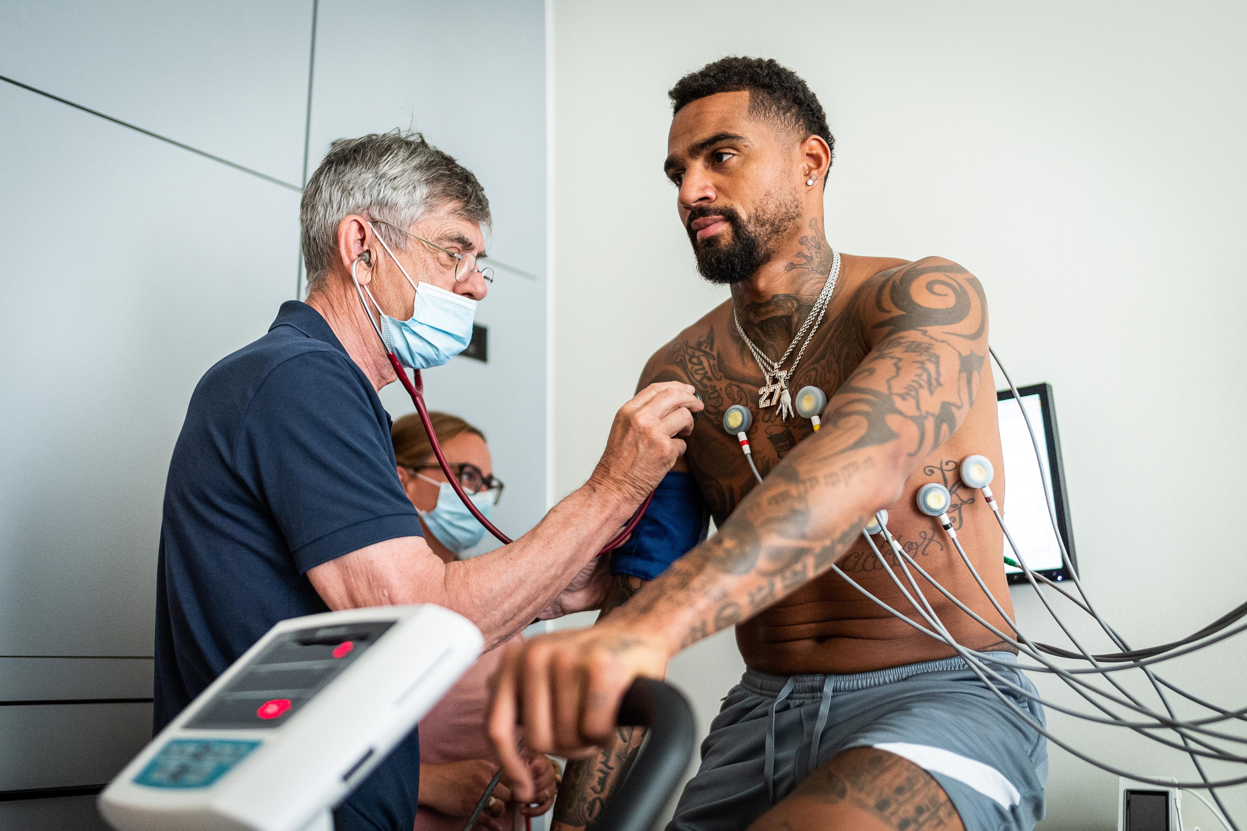 Kevin-Prince Boateng durante el reconocimiento médico