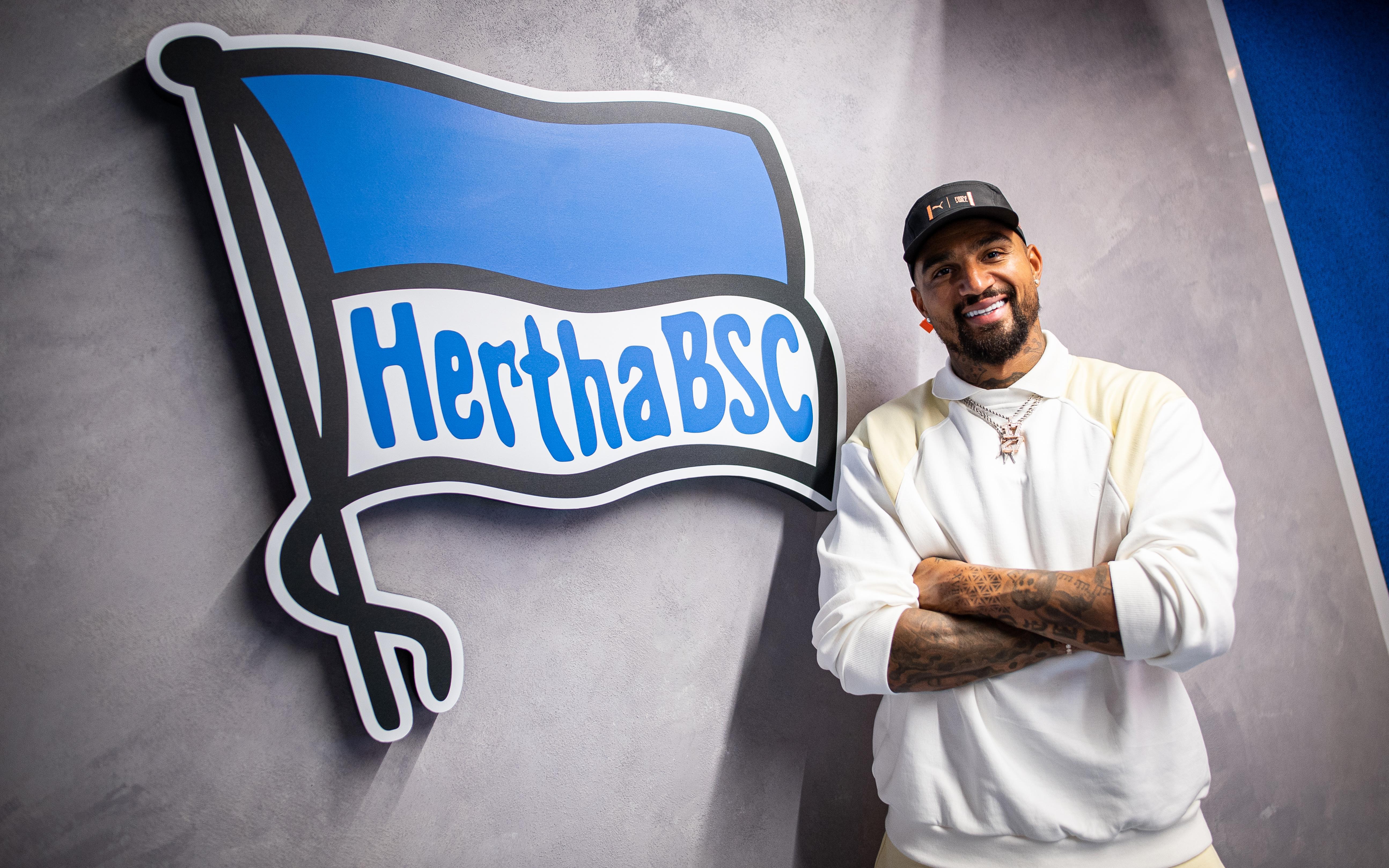 Kevin-Prince Boateng en la oficina del Hertha BSC.