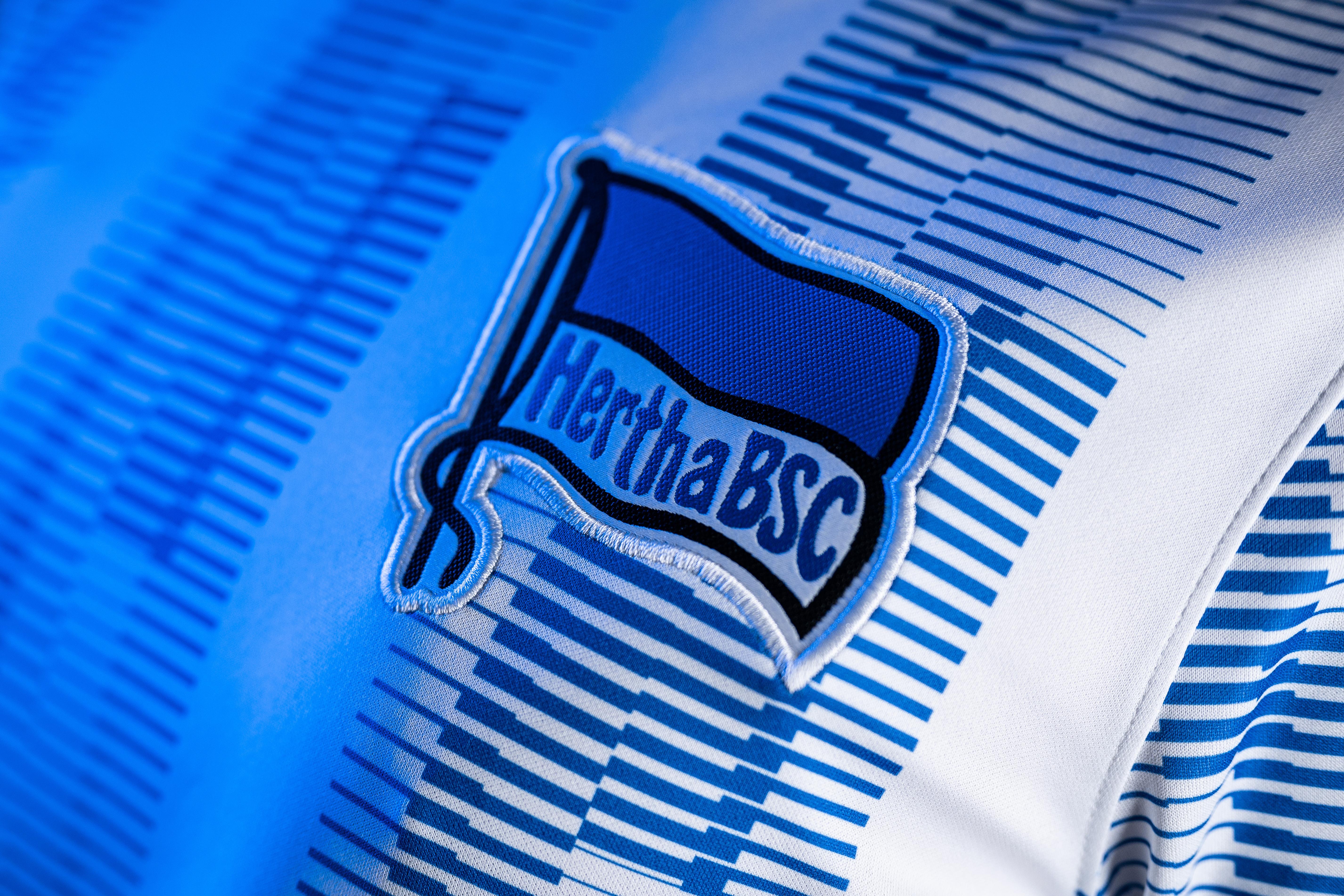 Die blau-weiße Fahne auf der Brust unseres neuen Heimtrikots.