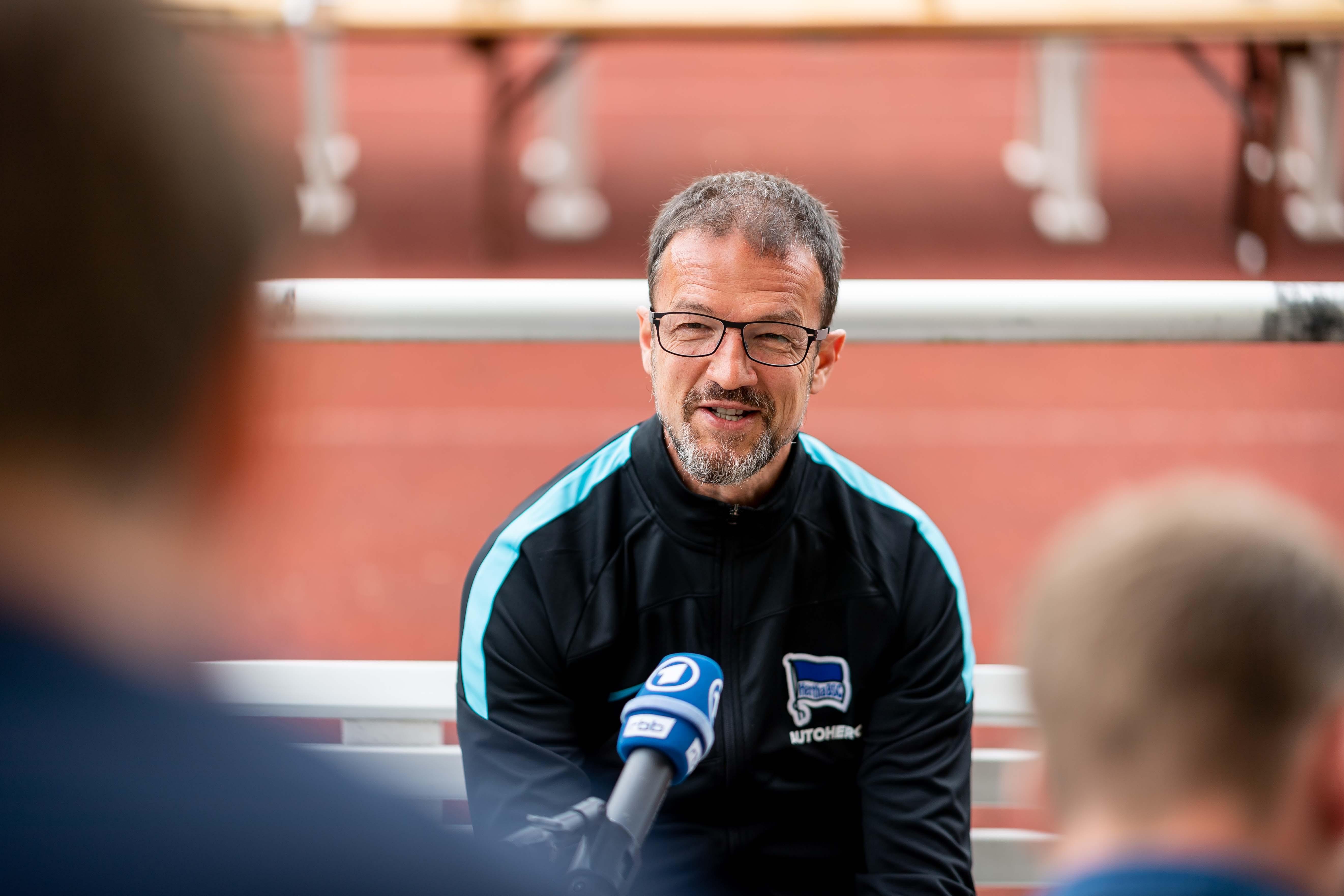 Fredi Bobic en la rueda de prensa