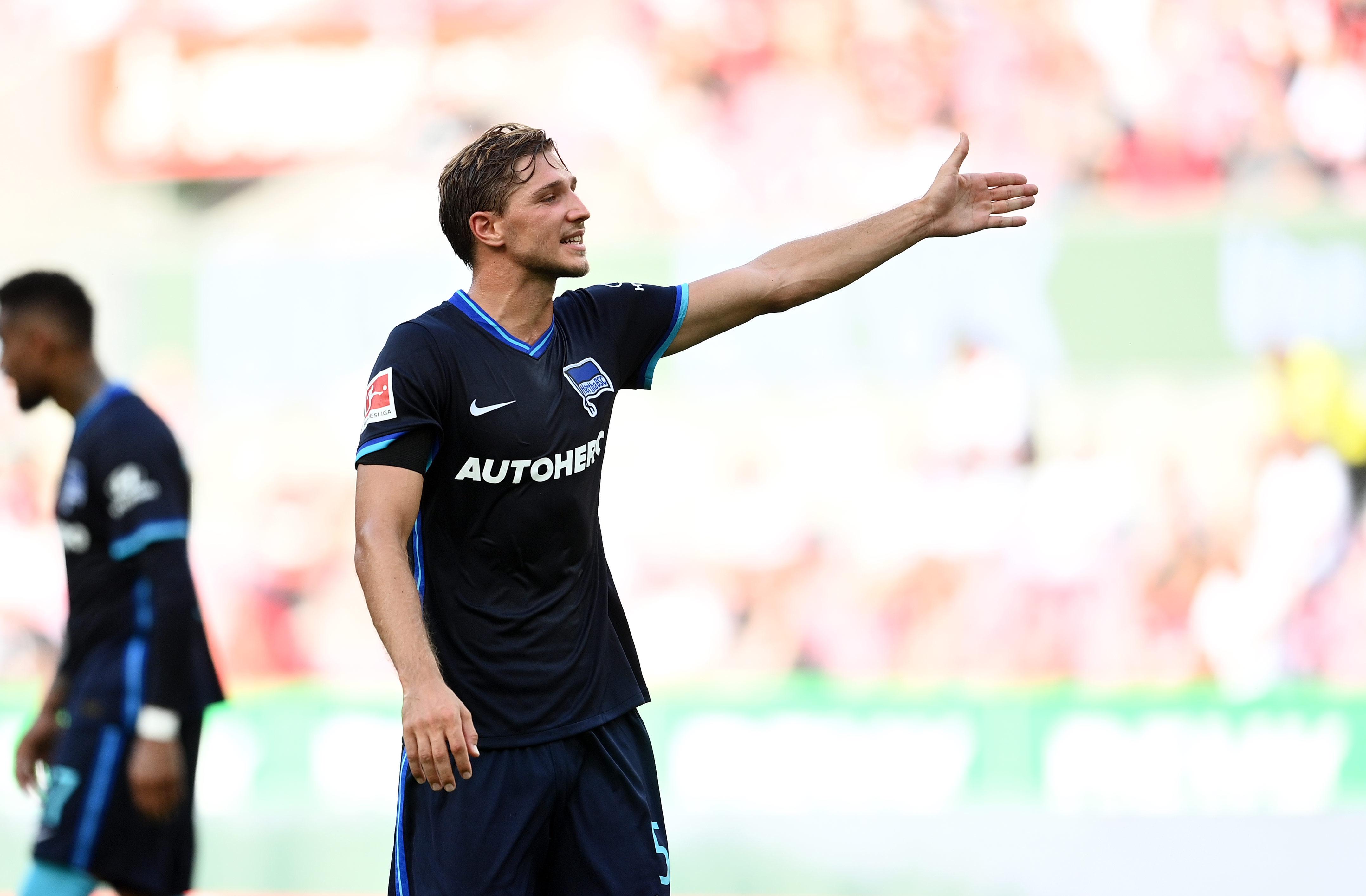 Niklas Stark durante el partido.