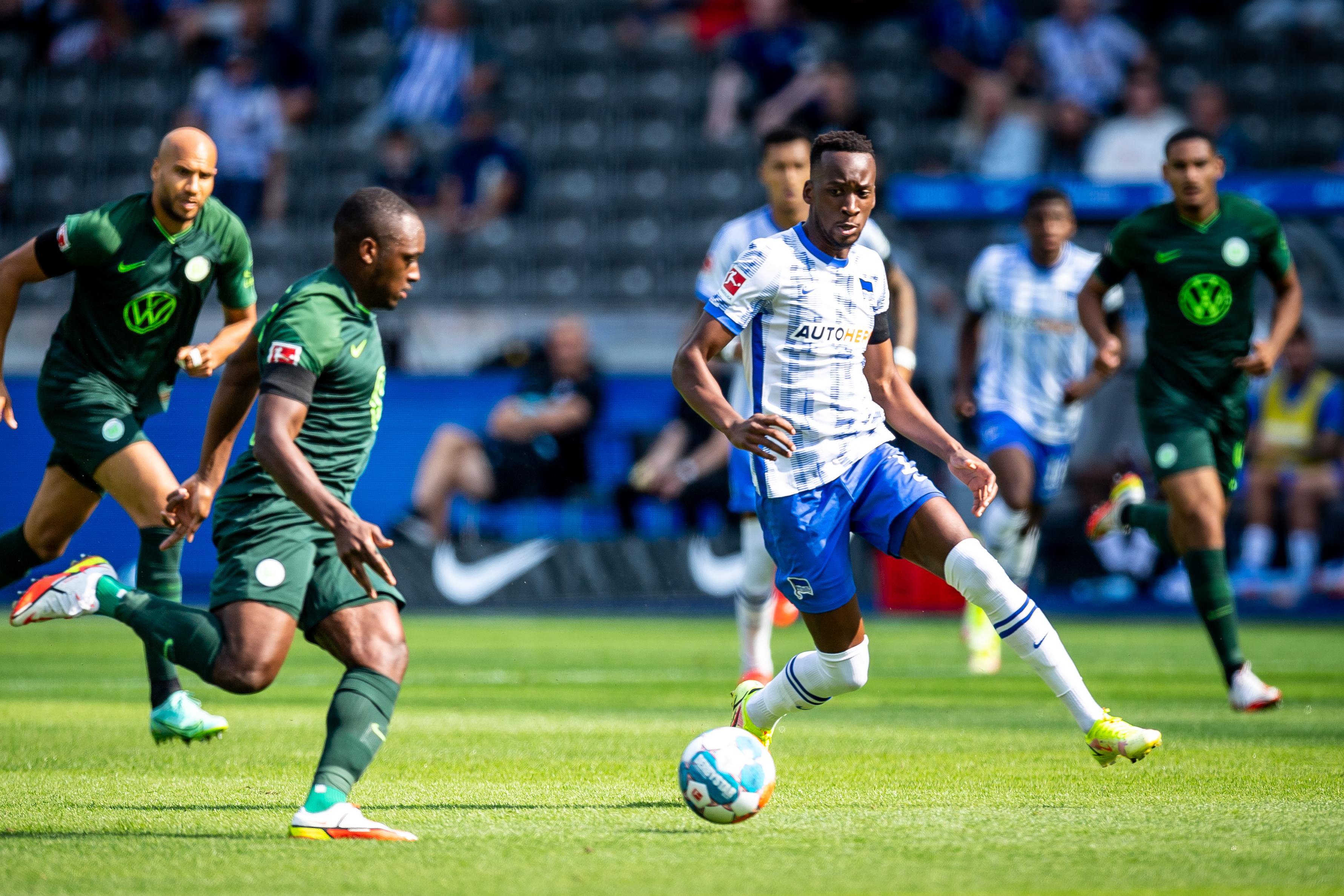 Dodi Lukébakio durante el encuentro ante el Wolfsburg