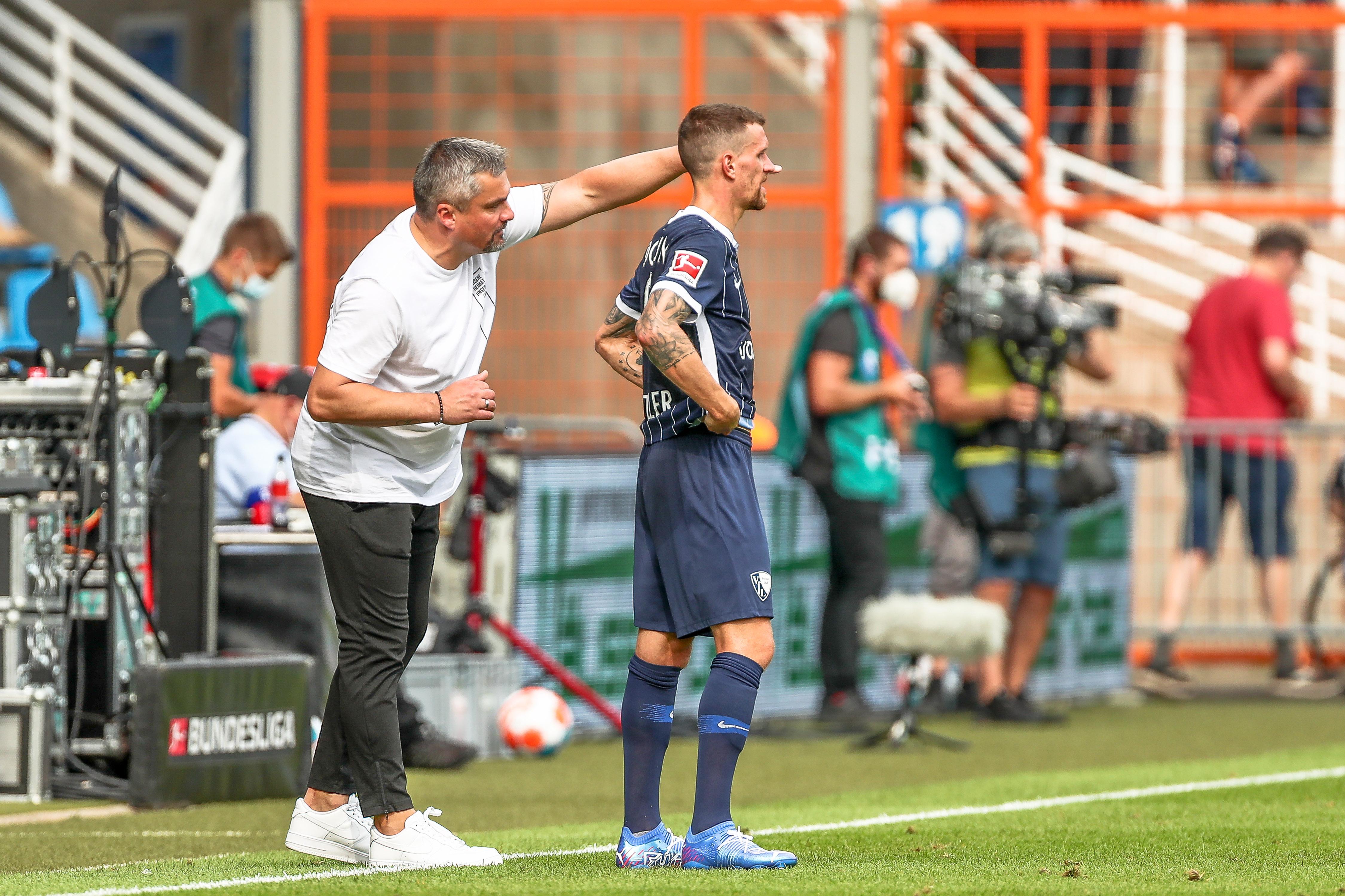 El entrenador del Bochum Thomas Reis y el delantero Simon Zoller.