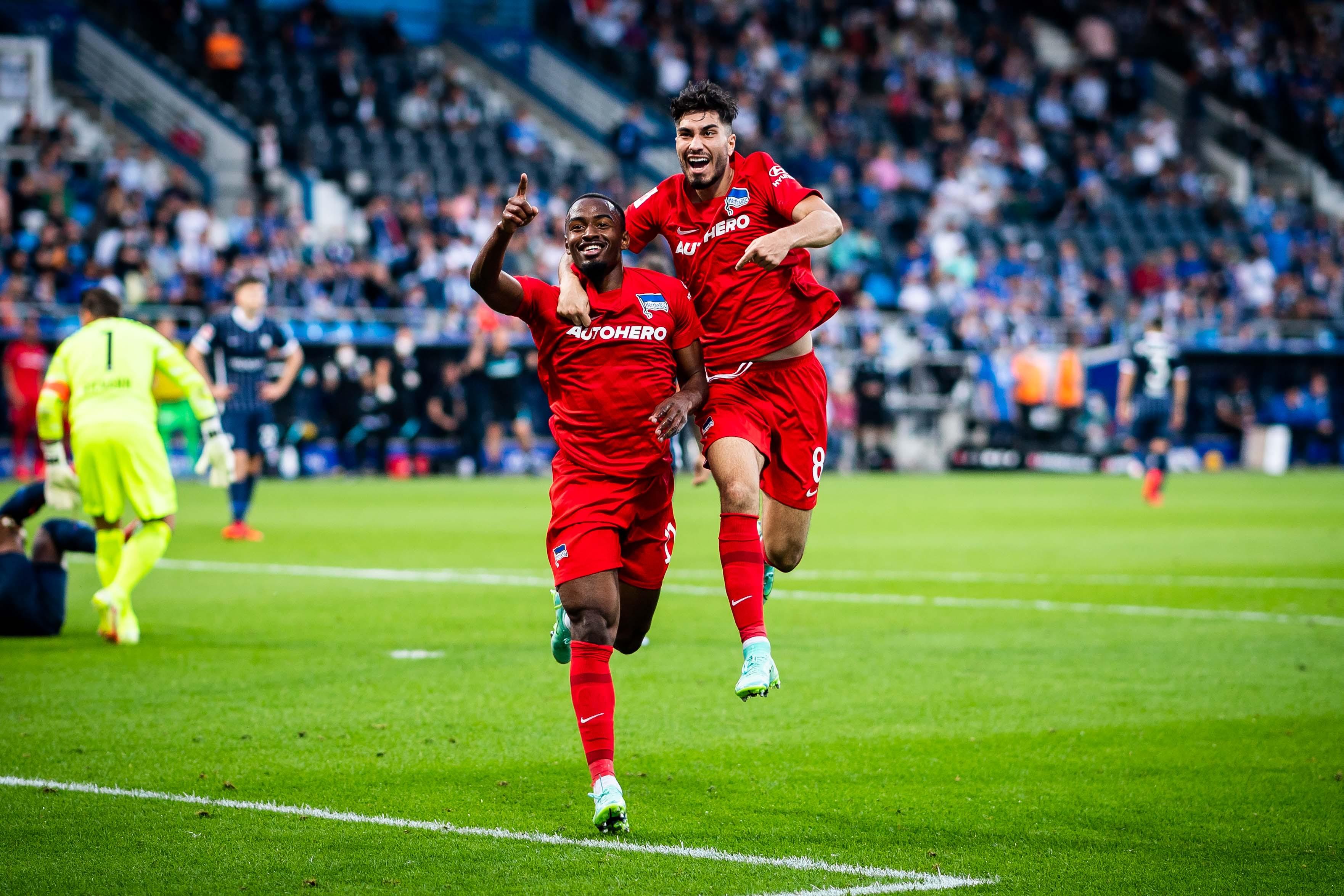 Myziane Maolida y Suat Serdar celebran el 1-3 en Bochum.