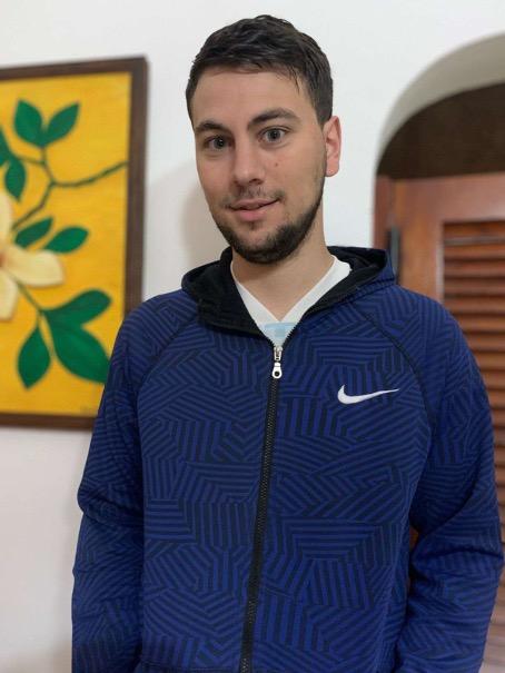 Christian Poletti con una sudadera de Nike.