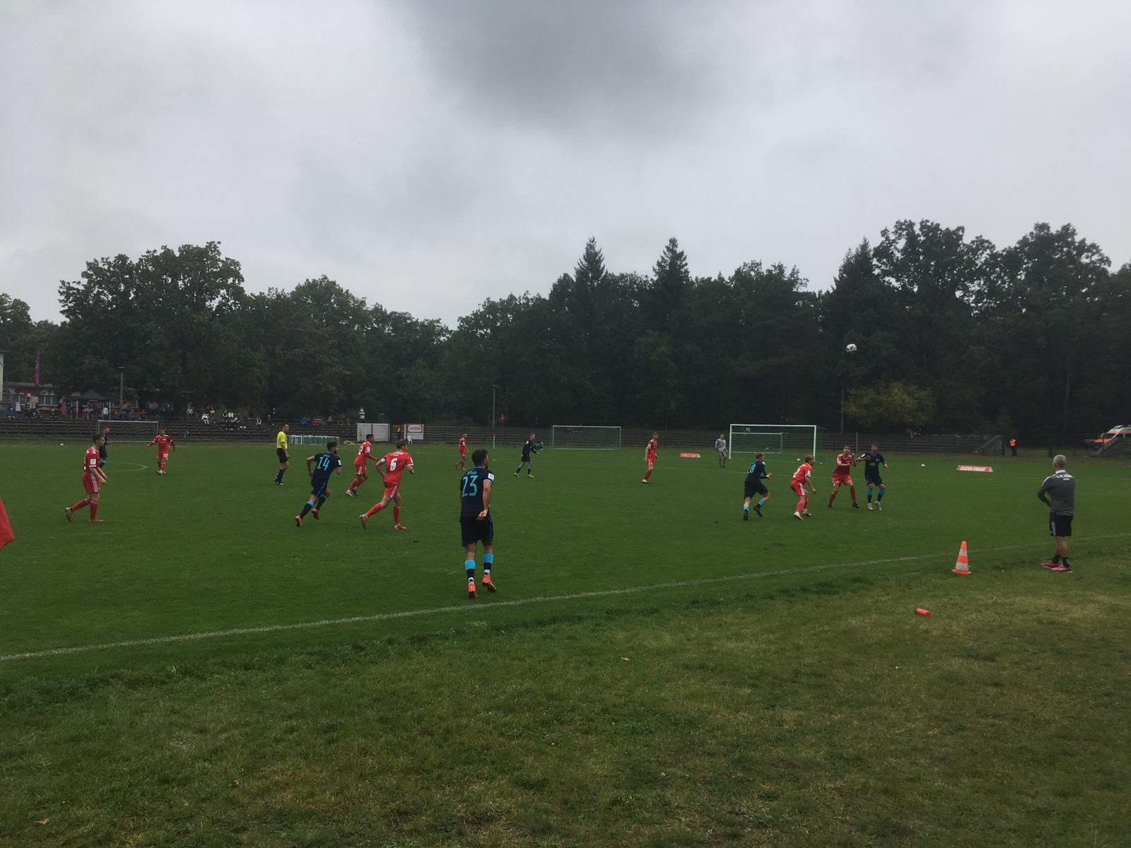 Unsere U19 in den Auswärtstrikots beim 1. FC Union.