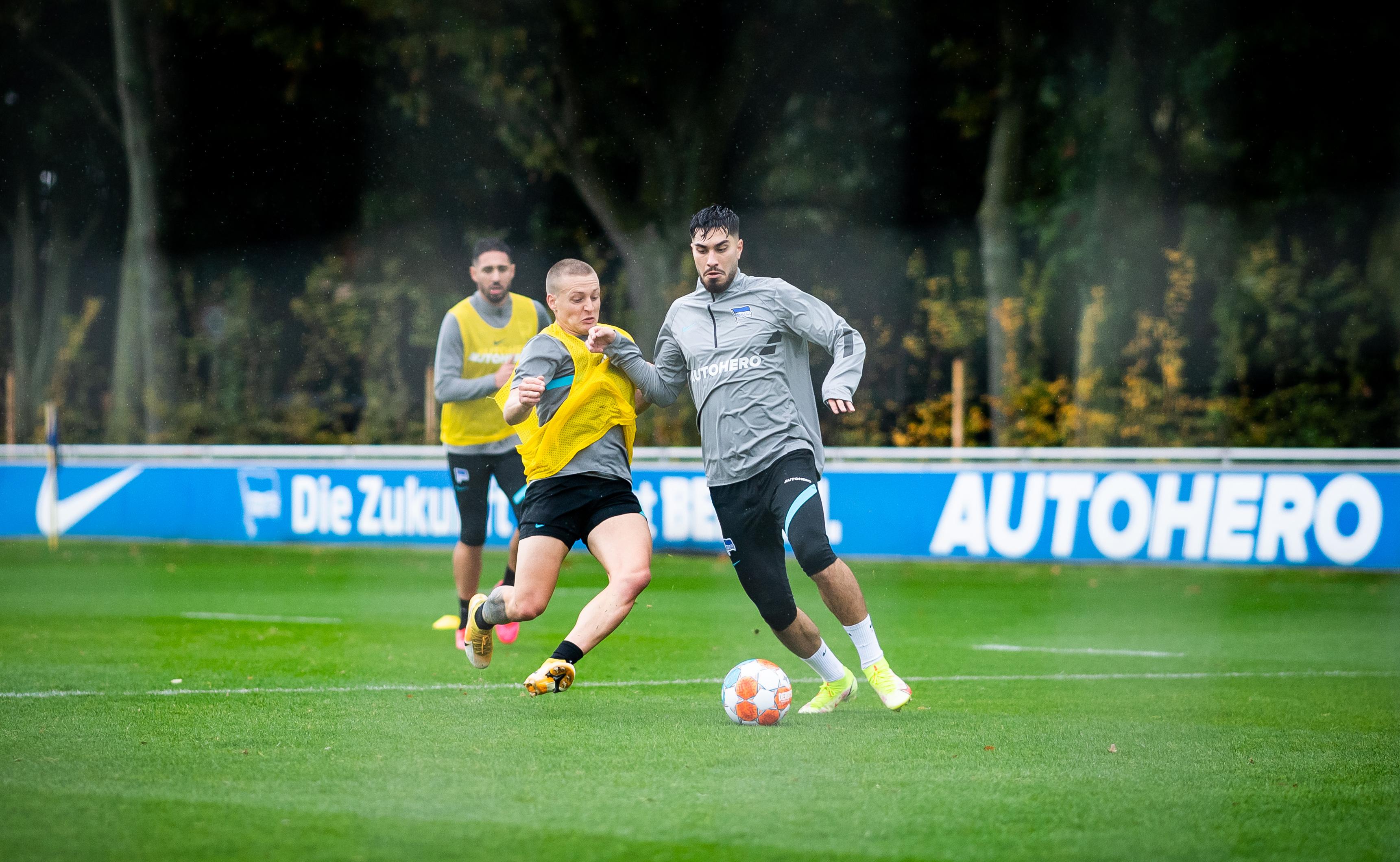 Santiago Ascacíbar slide tackles Suat Serdar.