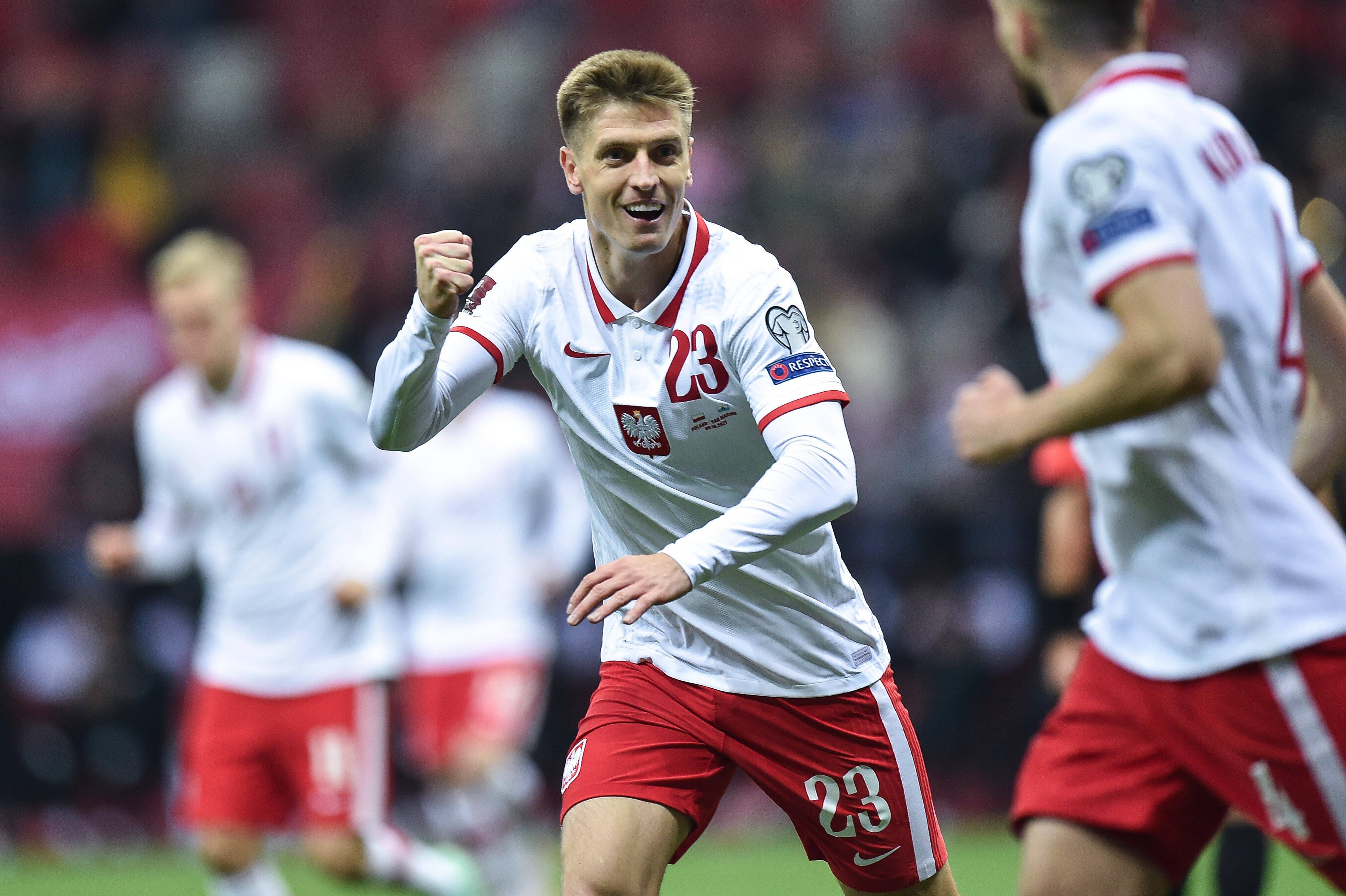 Krzysztof Piątek celebra un gol contra San Marino.