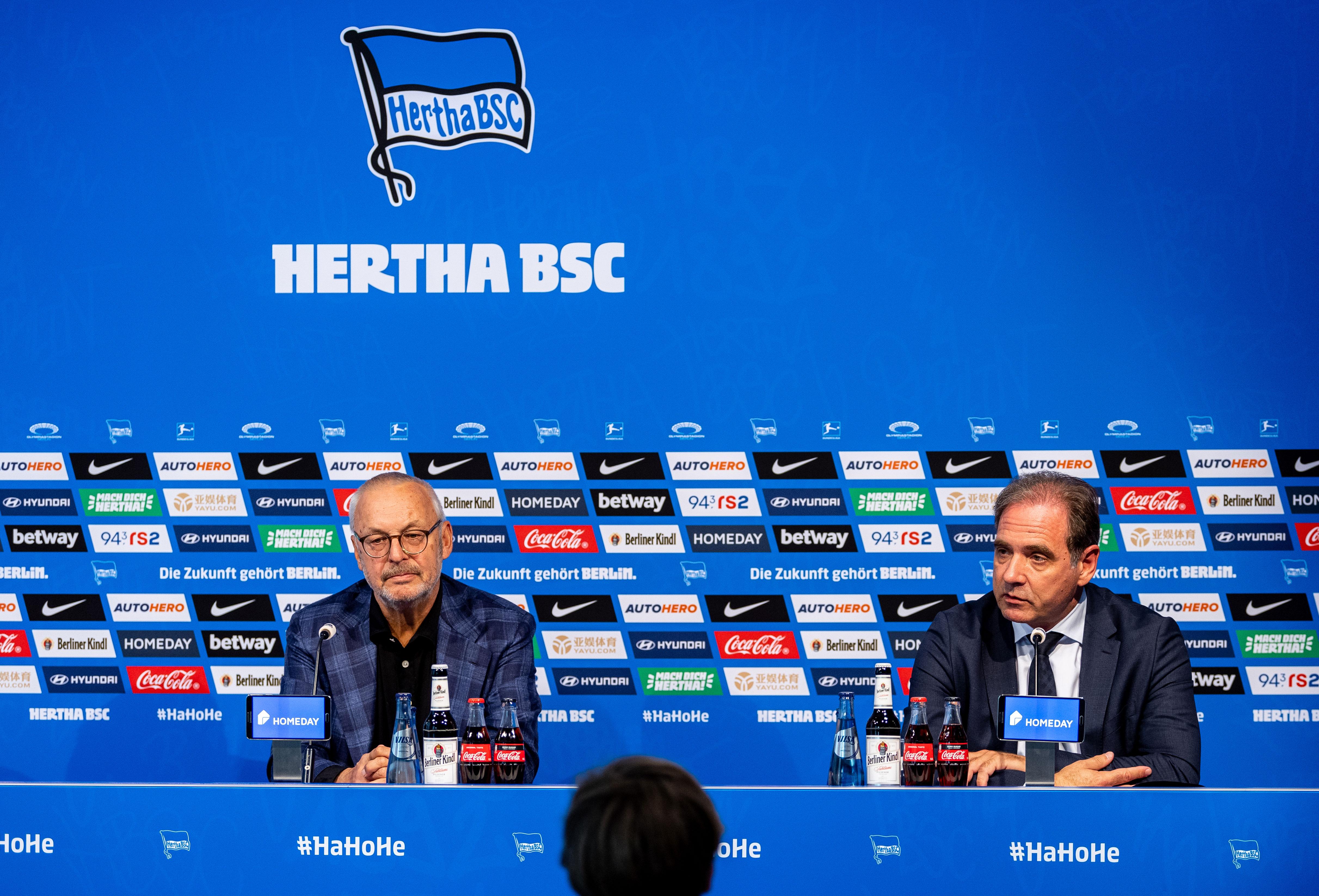 Werner Gegenbauer y Carsten Schmidt en la rueda de prensa sobre la rescisión del contrato.