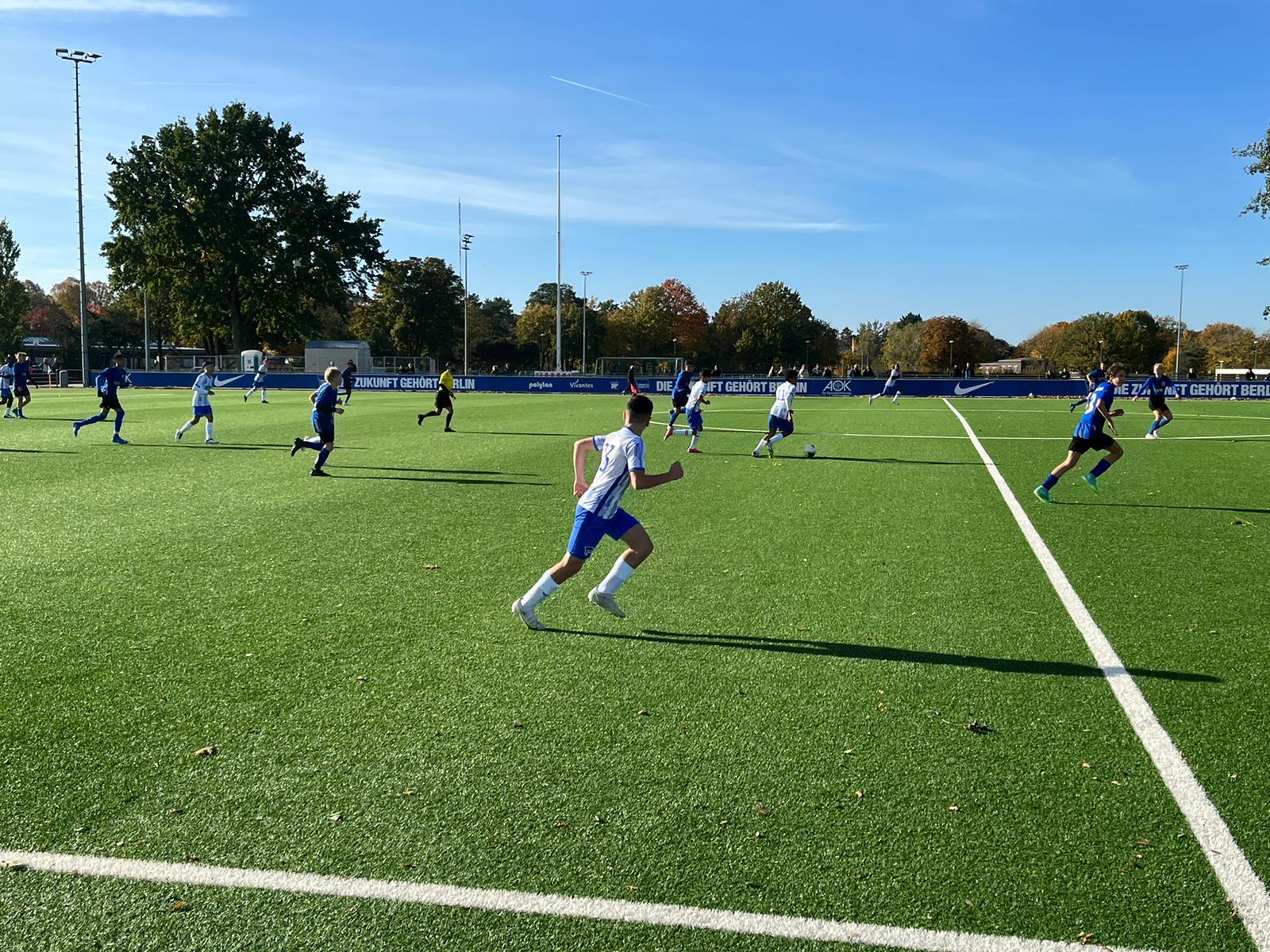 Unsere U14 auf dem Platz gegen den FC Internationale.