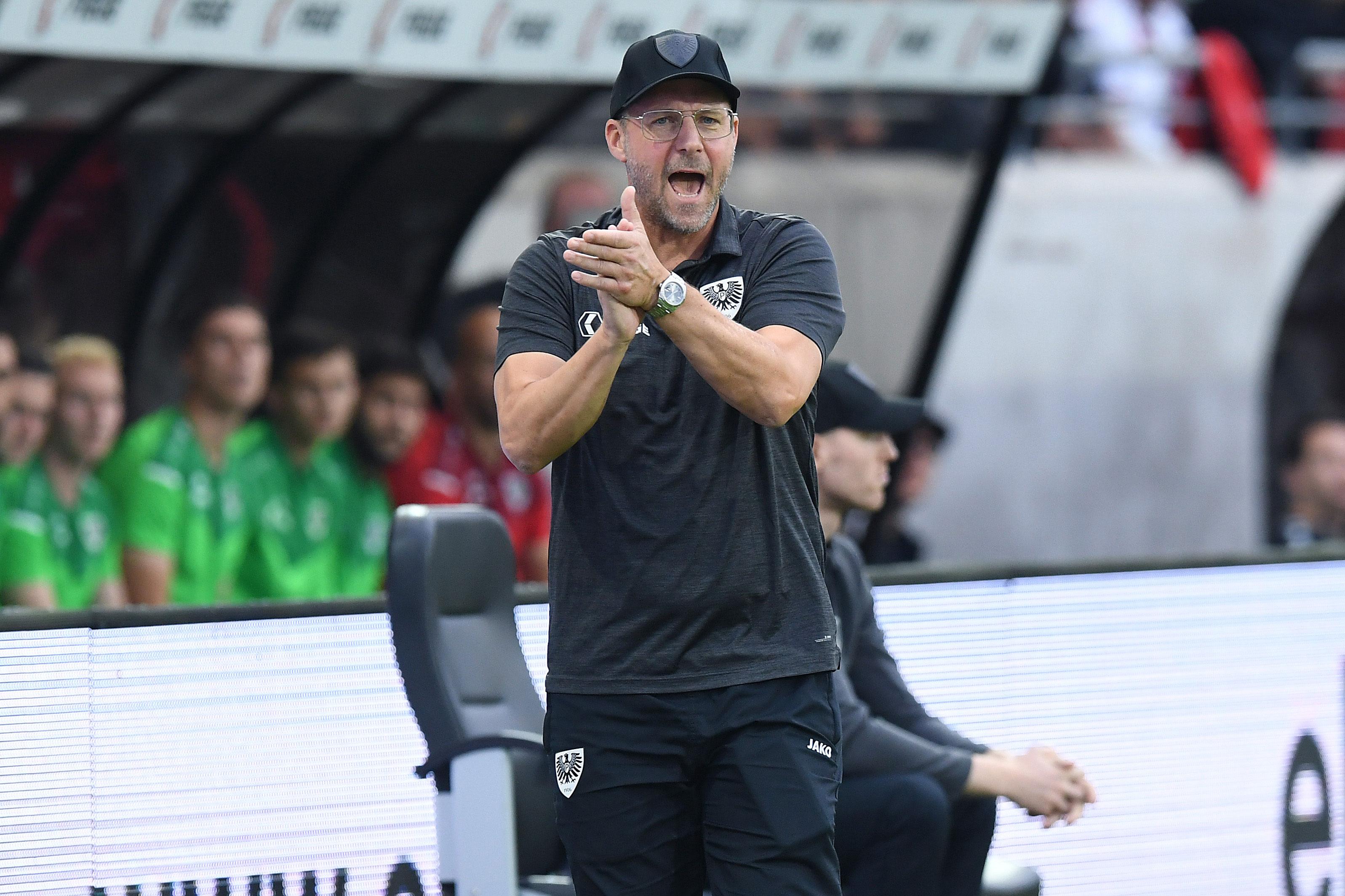 SCP-Trainer Sascha Hildmann feuert seine Schützlinge an.